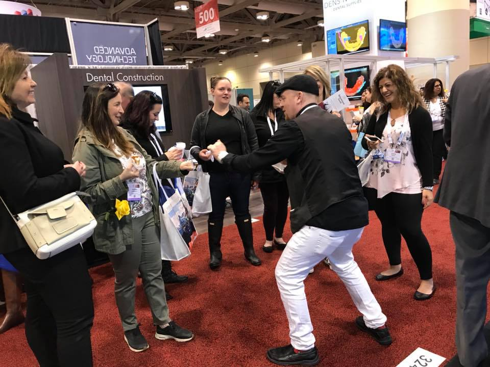 corporate,magician,toronto,trade show